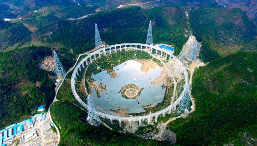 Radiotelescópio tenta encontrar vida extraterrestre