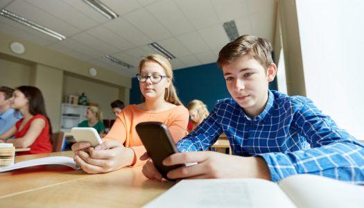 Celular na sala de aula: será que os smartphones são inimigos ou amigos da educação?