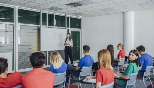 Por que é importante investir em comunicação escolar?